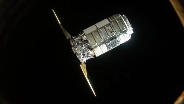 Loď Cygnus NG-16 přilétá