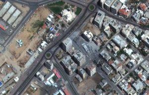 Satelitní záběry na zničené budovy po náletech v Gaze, pořízené 12. května 2021.