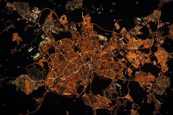 """""""Buenos noches Madrid"""". (Dobrou noc Madride).Miluji fotografování tohoto města, na čemž se pravděpodobně nemalou měrou podílí i to, že jsem zde získal svou první práci."""", říká Thomas. Zdroj: twitter.com"""