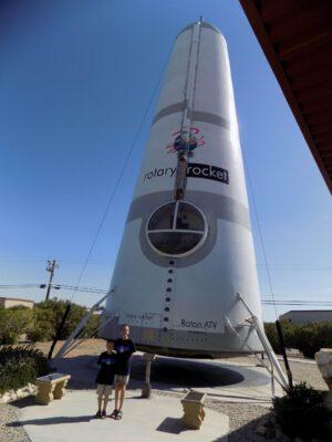 Prototyp ATV společnosti Rotary Rocket je dnes k vidění v městské parku v kalifornském Mojare