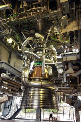 Raketový motor LE-9 na kapalný kyslík a vodík.