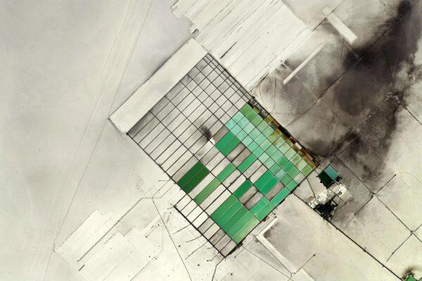 Tyto čtverce a obdélníky v Andách budou vzhledem k okolní bílé krajině zřejmě produktem výroby soli. Zdroj: flickr.com