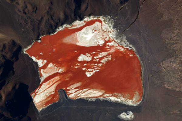 Toto slané jezero v Andách jen dokazuje, jak je tato krajina suchá a vhodná pro výrobu soli. Zdroj: flickr.com