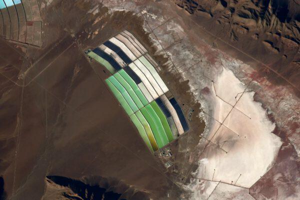 Tyto útvary někdena pomezí Bolívie a Peru připomínají skleněnou vitráž. Zdroj: flickr.com