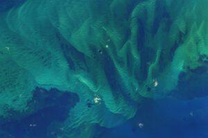 Bahamská modř je alternativou k Berlínské. Alespoň to tak vypadá při pohledu z ISS. Zdroj: flickr.com