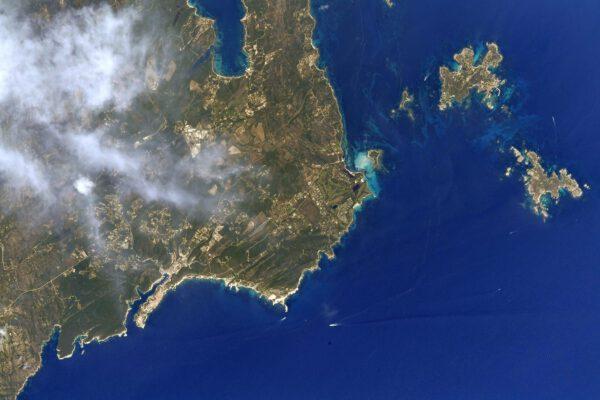 Bonifáccio a krvavé ostrovy Cavallo a Lavezzu tvoří samotný jižní cíp ostrova Korsika. Na plavbu tam mám kouzelné vzpomínky. Zdroj: flickr.com