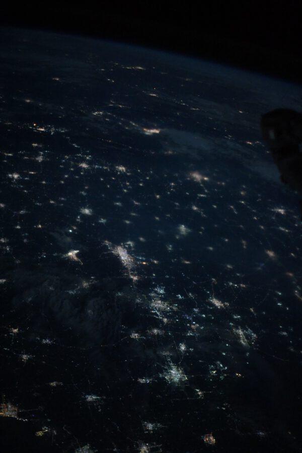 Čína v noci: spousta světel mnoha měst nejlidnatější země světa. Zdroj: flickr.com