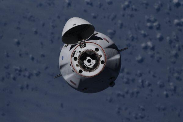 Zoom na Cargo Dragona mise CRS-23. Zdroj: flickr.com