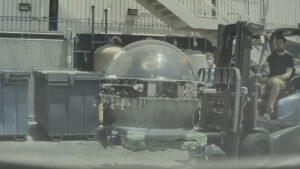 Kopule spatřená ve výrobním závodu