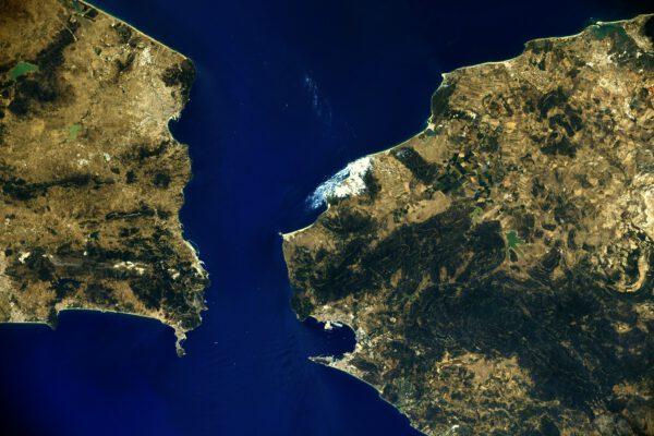 Tady je za odměnu, že jste se u předchozího snímku snažili, ještě detailní pohled na Gibraltar. Zdroj: flickr.com