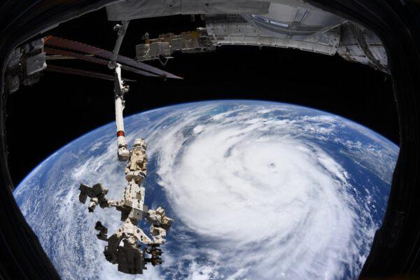 Mohutný hurikán Ida. Příroda si nevybírá a umí být drsná, jako v tomto případě. Snad jsou všichni tam dole v pořádku. Zdroj: flickr.com