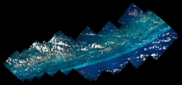 Odstíny modré až tyrkysové vody Baham nikdy nezklamou. Zde je blízká oblast ostrůvků jižně od Floridy. Na levém dolním konci je Key West. Zdroj: flickr.com