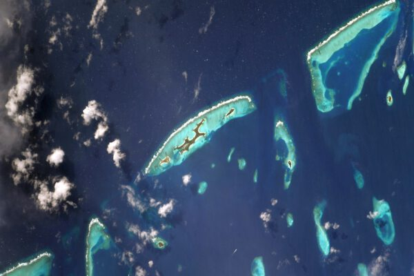 Maledivy. Exotické ostrovy, kde jste možná byli na dovolené. Ostrovy jako jsou tyto mi vždy připomínají oblasti, které jsou první na řadě, pokud jde o ohrožení současnou klimatickou změnou. Zdroj: flickr.com