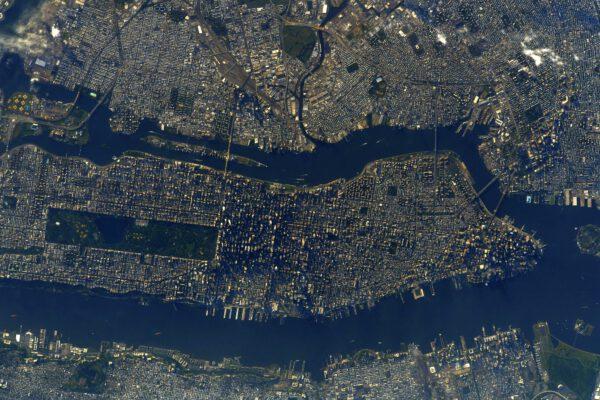 Také část města na tomto snímku je snadno rozpoznatelná. Ano, jedná se o čtvrť Manhattan v New Yorku. Zdroj: flickr.com