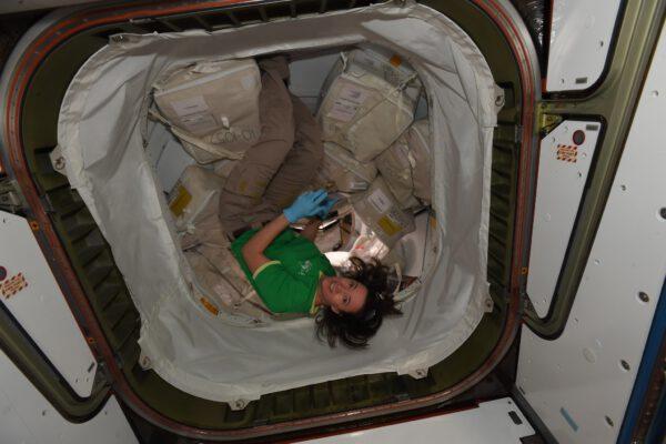 Megan prožila výjimečný den. 🎂 A její narozeninový dárek? Vesmírná loď. Jak prosté a jednoduché – myslím, že je jediná na světě, kdo se tím může chlubit! Zdroj: flickr.com