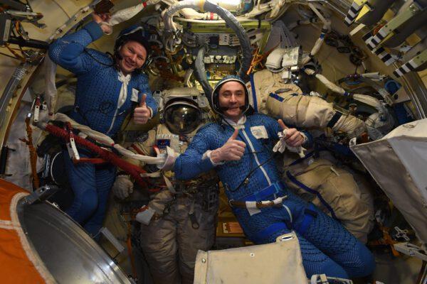 Spokojenost obou ruských kosmonautů je na místě. Vlevo Oleg, vpravo Pjotr. Zdroj: flickr.com