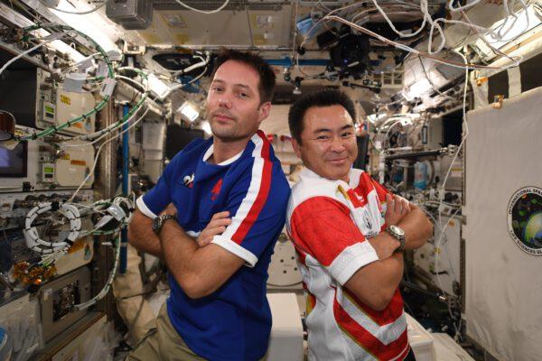 Souboj skončil a přátelé se mohou jít chystat na kosmickou vycházku. Zdroj: flickr.com