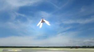 Motorickým přistáním bezpilotních i pilotovaných lodí Dragon se SpaceX vážně zabývala, ale nakonec zůstala u klasických padáků