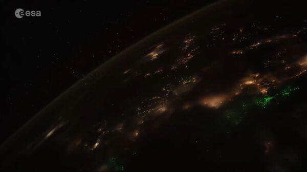 Náhled z videa přeletu nad jihovýchodní Asií. Odkaz na video je nad obrázkem. Zdroj: twitter.com