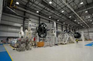 Hala, ve které se budou spojovat první a druhý stupeň rakety Ariane 6.