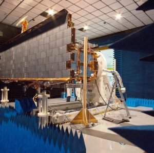 Předstartovní příprava družice CSG 1.