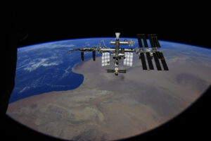 ISS ze Sojuzu MS-18. Foto: Roskosmos/Pjotr Dubrov