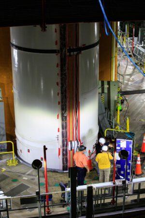 SLS v hale VAB během modálního testu.