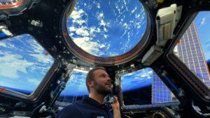 Klim Šipenko, filmový režisér i herec, v modulu Cupola na ISS. Zdroj: flickr.com