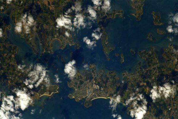 Hned vedle poloostrova Quiberon najdete velmi členitý záliv Morbihan. Zdroj: flickr.com