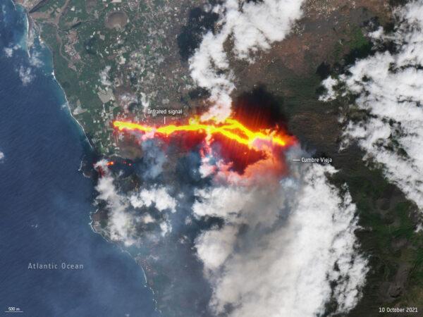 10. října pořídila družice z řady Sentinel 2 snímek toku lávy. Fotografie v reálných barvách je doplněna o infračervený kanál, aby byla láva lépe vidět.