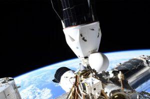 Nákladní a pilotovaný Dragon u ISS