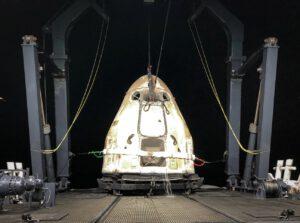 Nákladní Dragon po úspěšném přistání z mise CRS-23