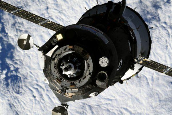 Detailní pohled na kosmickou loď Sojuz MS-19. Zdroj: flickr.com
