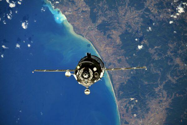 Na tomto nádherném záběru je kosmická loď Sojuz MS-19. Na palubě přiletěli Anton Škaplerov, Thomasův dobrý přítel, a dva filmaři - Klim Šipenko a Julija Peresild(ová). Zdroj: flickr.com