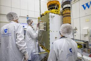 Instalace LICIACube na sondu DART.