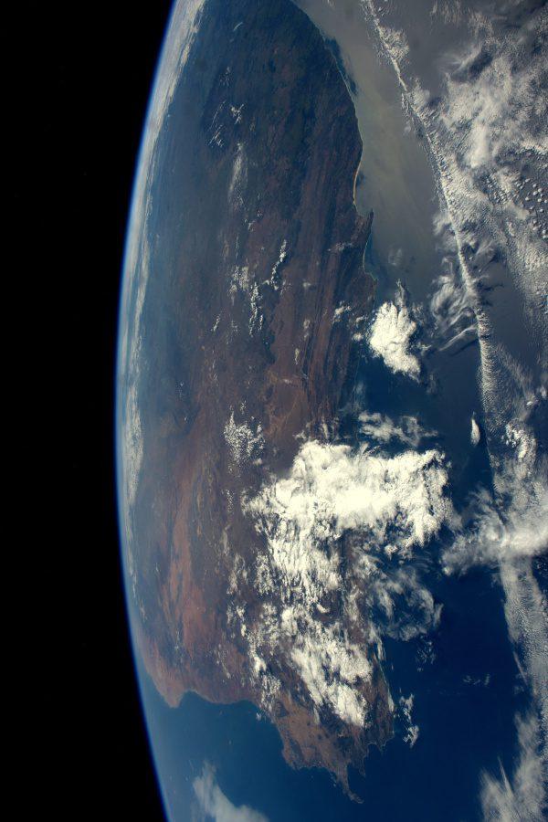 Boční pohled! Takto prolétáme okolo Jihoafrické republiky během našeho přeletu z Atlantského do Indického oceánu. Šťastný Den svobody, Jihoafrická republiko!