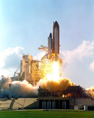 Atlantis se zvedá z rampy při misi STS-112.