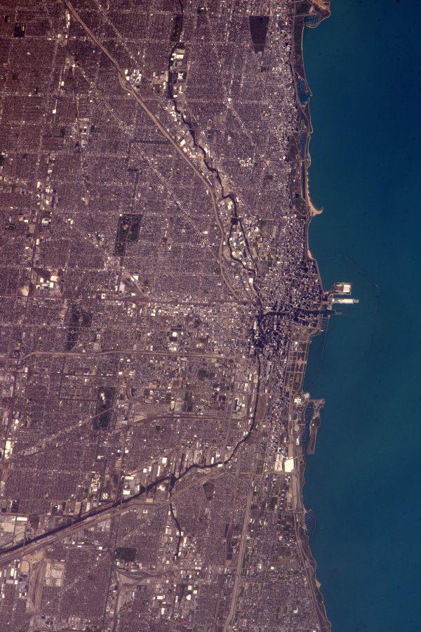 Chicago je jedním z míst ve Spojených státech, kde jsem ještě nebyl a jednoho dne bych je opravdu rád navštívil. Z vesmíru je gigantické. Trojrozměrný efekt budov při přiblížení mi připomíná Google maps nebo videohru!
