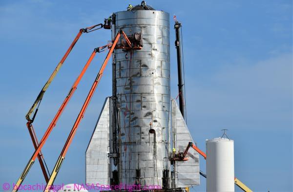 12. listopadu došlo k instalování druhé klapky na spodní části.