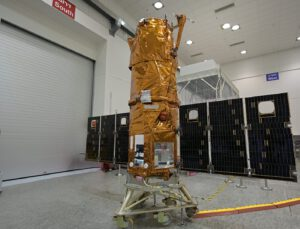Družice Ofek 16 během předstartovní přípravy.