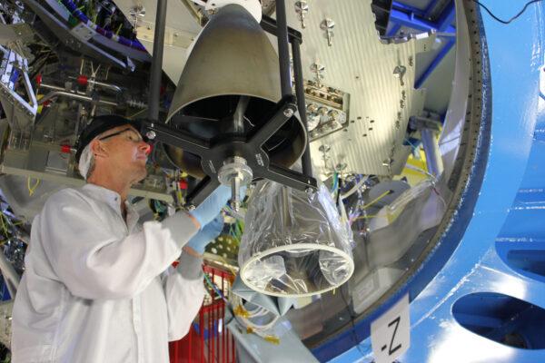 Instalace pomocných motorů na ESM-2